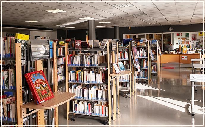 CRM - Centre de ressources Montaigne IUT/IJBA - vue intérieure, collections de documents