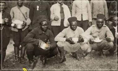 Photographie de la guerre 14-18 de soldats coloniaux et continentaux